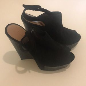 L.A.M.B. wedge heels. Suede and leather.
